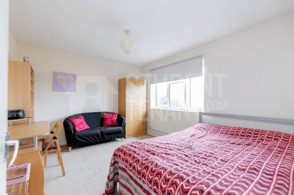 Thumbnail Shared accommodation to rent in Cobham Close, London, Bromley