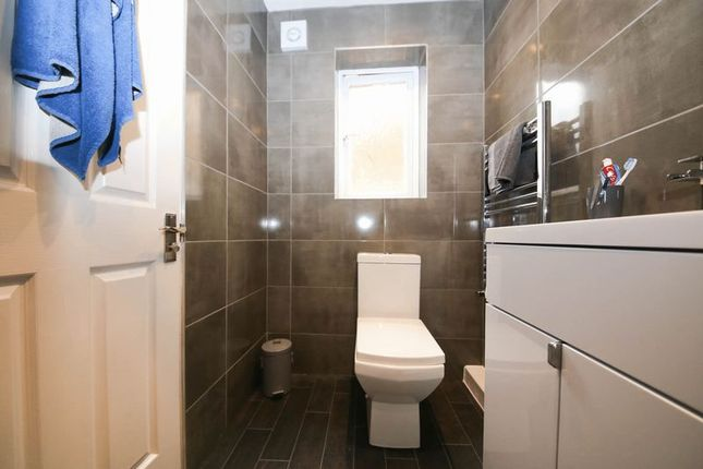 En-Suite of Copeland Drive, Standish, Wigan WN6