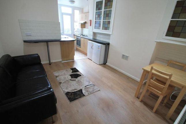 Flat to rent in Colum Road, Cathays, Cardiff