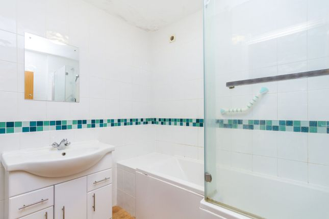 Bathroom of Woodlands Avenue, Rustington, Littlehampton BN16