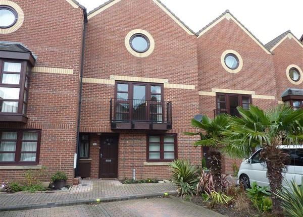 Thumbnail Town house for sale in Wellowgate Mews, Grimsby