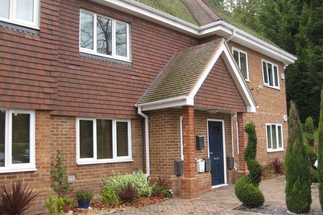 Thumbnail Flat to rent in Connaught Road, Camberley