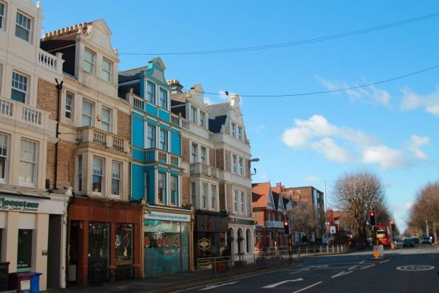 2 bed flat to rent in Church Road, Hove
