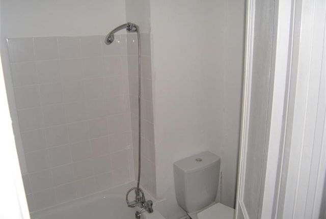 Bathroom of 9A Weston Square, Earlsway, Macclesfield, Cheshire SK11
