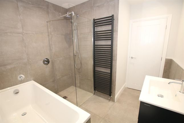 Family Bathroom of High Street, Bassingham, Lincoln LN5