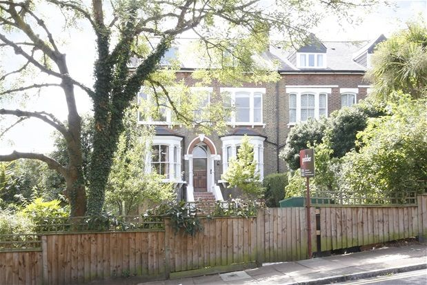 2 bed flat for sale in Manor Mount, London
