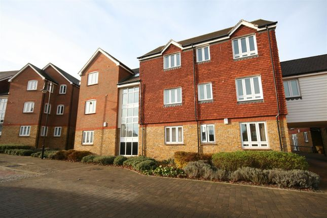 Thumbnail Flat to rent in Running Foxes Lane, Singleton, Ashford