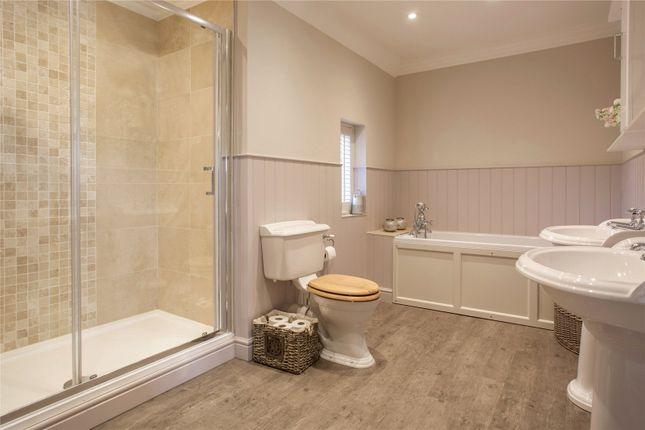 Master En-Suite of Hazel Grove, Kingwood, Henley-On-Thames, Oxfordshire RG9
