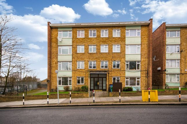 2 bed flat for sale in St Asaph Road, Nunhead