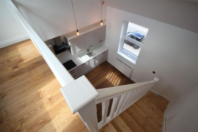Thumbnail Flat to rent in High Road, Bushey Heath, Bushey