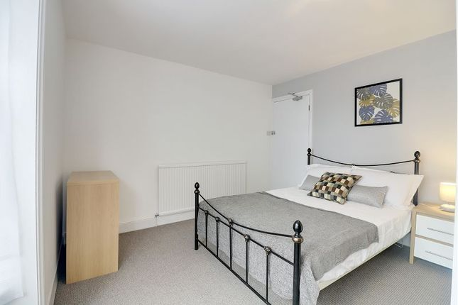 Thumbnail Property to rent in Park Road North, Ashford