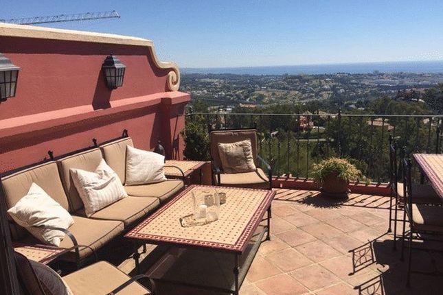 Apartment for sale in 3 Bedroom Duplex Penthouse, Benahavís, Malaga