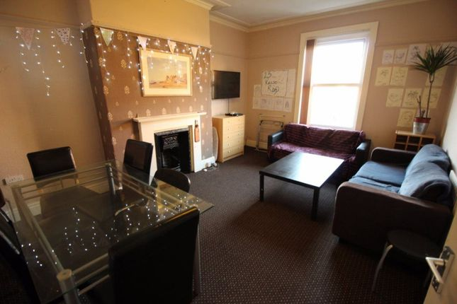 Thumbnail Flat to rent in Kelso Road, Hyde Park, Leeds