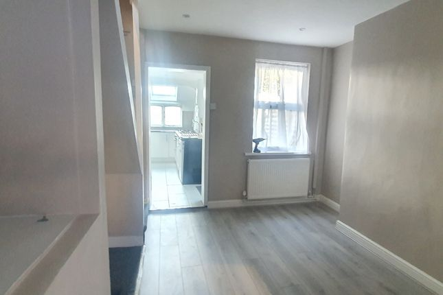 3 bed terraced house to rent in Dumfries Street, Luton LU1