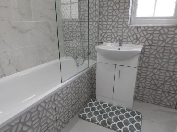 Bathroom of Spring Gardens Place, Cardiff, Caerdydd CF24
