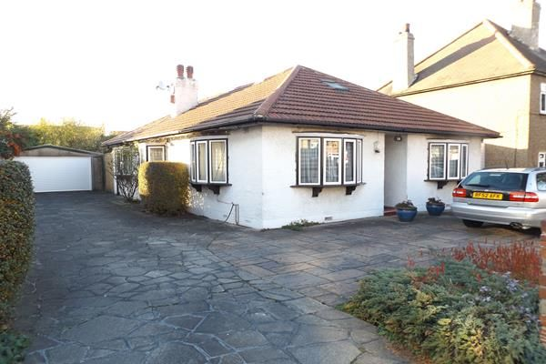 Thumbnail Bungalow for sale in Parkview Road, New Eltham
