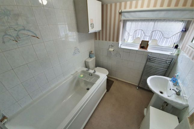 Bathroom of Packer Avenue, Leicester Forest East, Leicester LE3