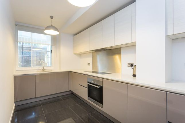 2 bed flat to rent in Clarendon Place, London