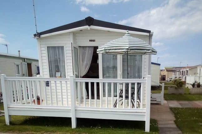 2 bed mobile/park home for sale in Rhyl, Rhyl LL18