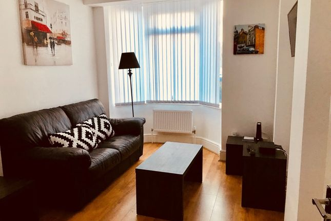 Room to rent in Cheney Manor Road, Swindon, Wiltshire