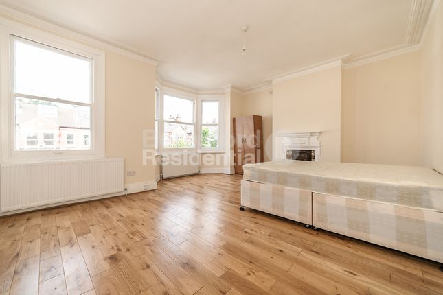 Thumbnail Terraced house to rent in Gleneagle Road, London