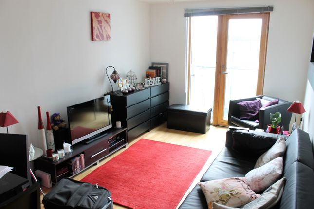 Thumbnail Flat to rent in Crozier House, Clarence Dock, Leeds