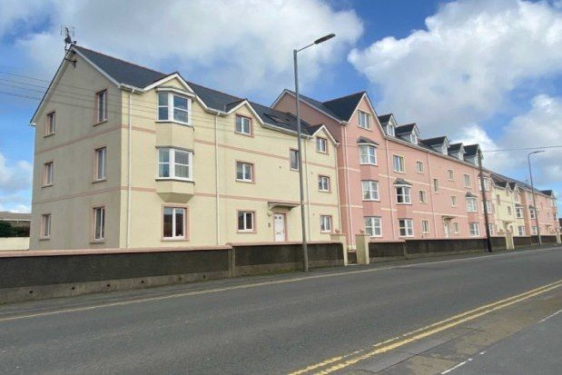 2 bed flat to rent in London Road, Pembroke Dock SA72