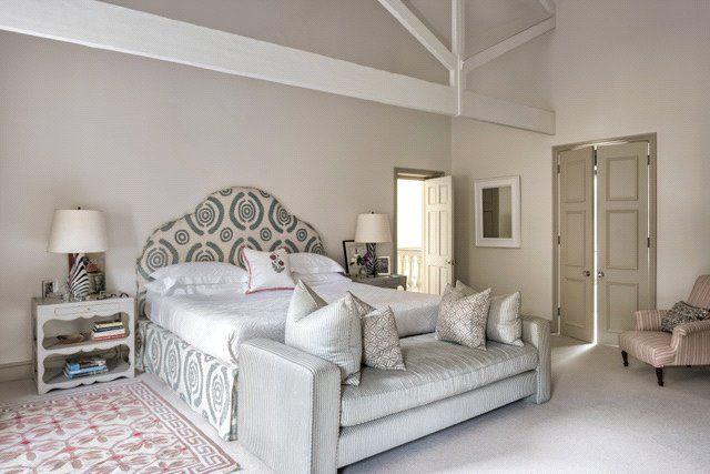 Master Bedroom of Turnchapel Mews, London SW4
