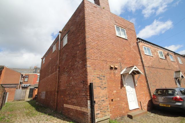 Flat to rent in St. Philips Road, Preston