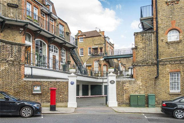 Thumbnail Mews house for sale in Kensington Court Mews, London