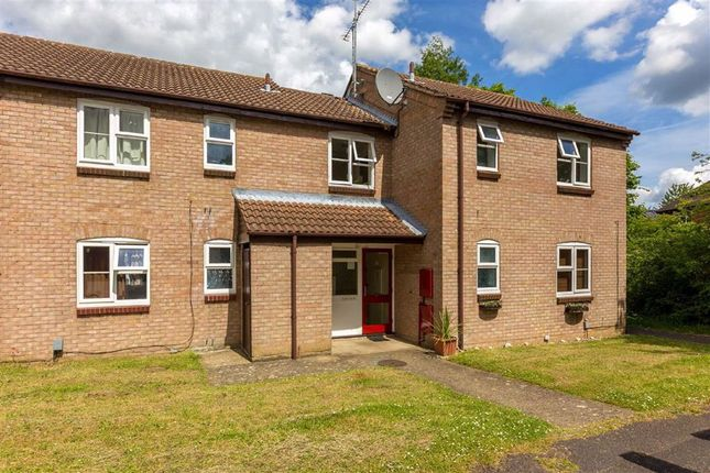 Thumbnail Flat to rent in Brecken Close, St Albans, Hertfordshire