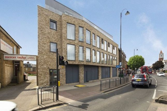 2 bed flat to rent in Mitcham Road, Tooting SW17