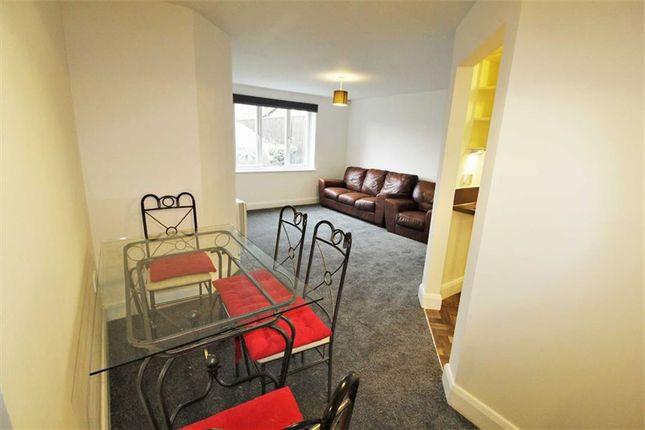 Thumbnail Flat to rent in Patricia Close, Burnham, Slough