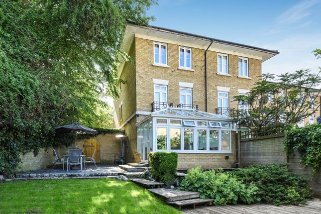 Thumbnail Town house for sale in Kingswood Drive, Sutton