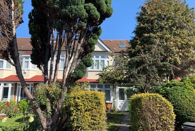 Thumbnail Semi-detached house to rent in Hedge Lane, Palmers Green