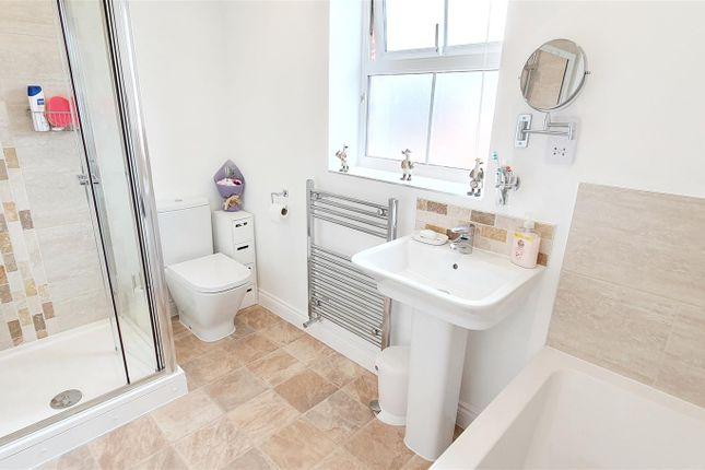 Family Bathroom of Choyce Close, Hugglescote, Leicestershire LE67