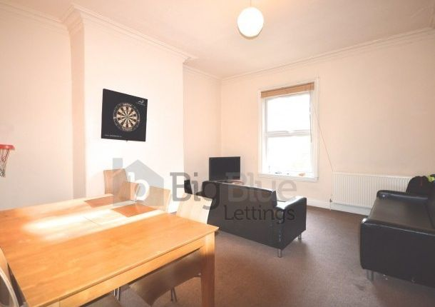Thumbnail Flat to rent in Cardigan Road, Headingley, Four Bed, Leeds