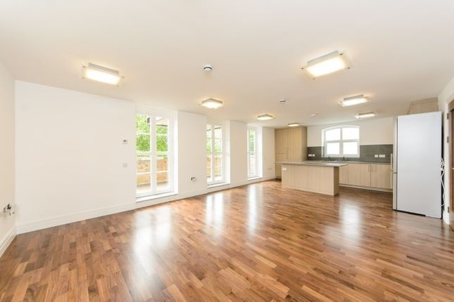 Thumbnail Flat to rent in Very Near The River Area, Brentford Kew Borders