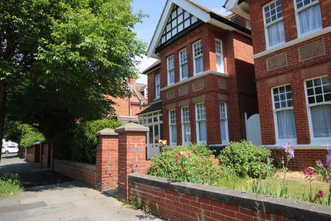 Thumbnail Detached house to rent in Vallance Gardens, Hove