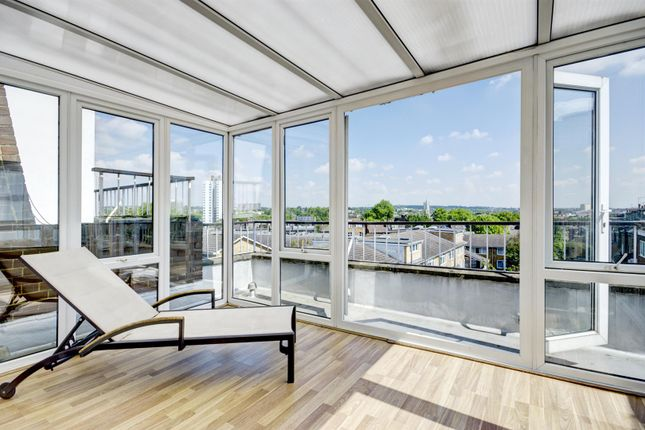 Thumbnail Property to rent in Meadowbank, London