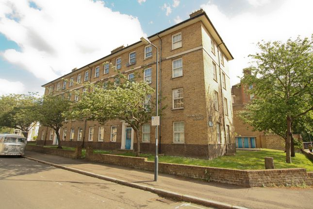 Thumbnail Flat to rent in Devonshire Drive, Greenwich