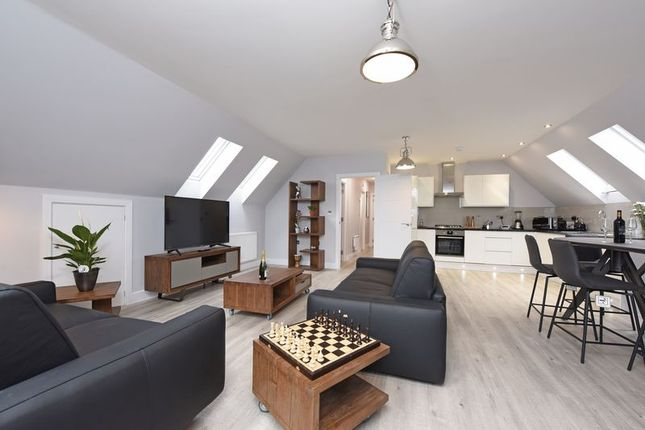 Thumbnail Flat to rent in Penthouse, Queens Road, Farnborough