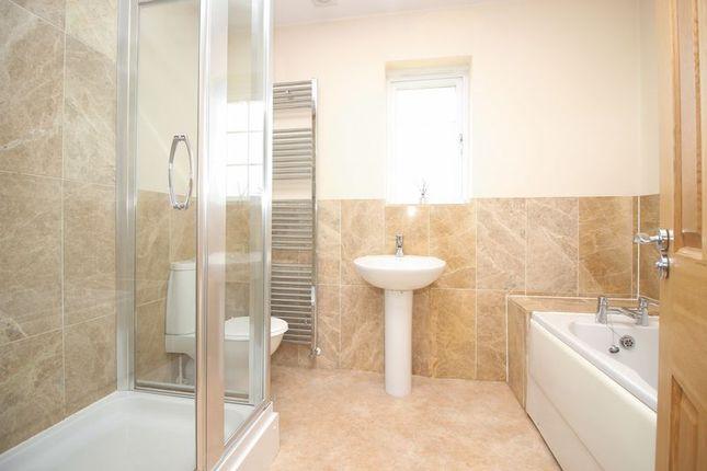 Family Bathroom of Clubhouse Close, Bamford, Rochdale OL11