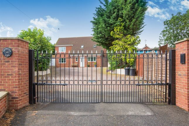 Thumbnail Detached house for sale in Smithfield Place, Raunds, Wellingborough
