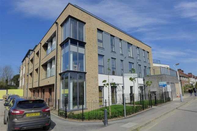 Thumbnail Flat to rent in Warwick Road, West Drayton, Middlesex