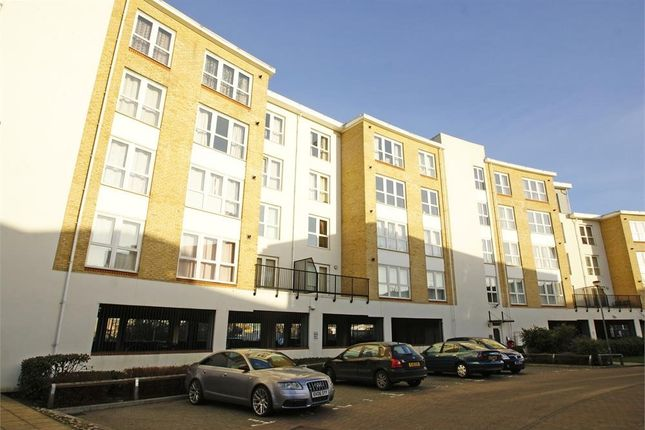 Thumbnail Flat to rent in Admirals Way, Gravesend