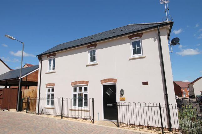 Thumbnail Property to rent in Skinner Road, Buckingham Park, Aylesbury