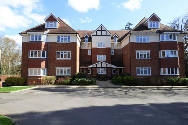 Thumbnail Flat for sale in Canterbury Court Canterbury Ga, Farnborough