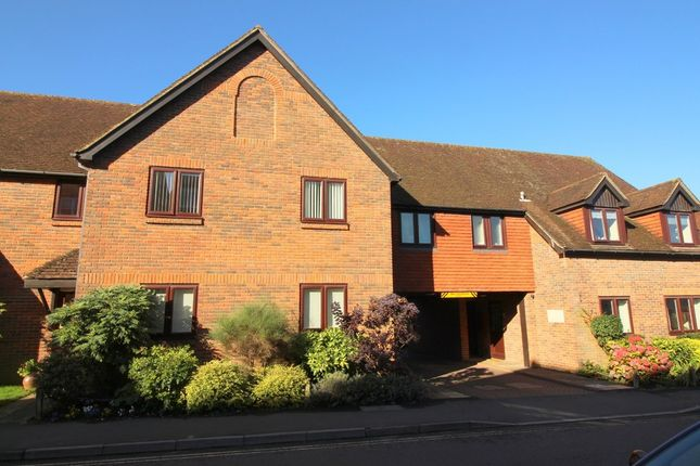 2 bed flat to rent in Alders Court, Station Road, Alresford