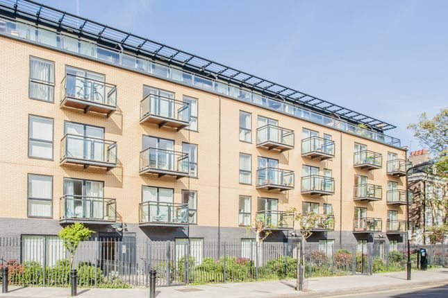 1 bed flat to rent in Shore Road, Hackney E9